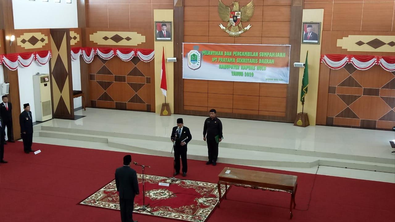 Pelantikan dan Pengambilan Sumpah Janji Jabatan Pimpinan Tinggi (JPT) Pratama Sekretaris Daerah Kabupaten Kapuas Hulu